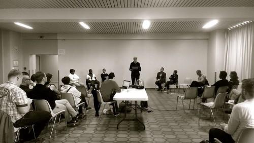 Soirée dans le cadre de la semaine LGBT, Lille, juin 2015 Soirée débat autour du thème: Droits LGBT et lutte contre le VIH en Afrique. Invité.e.s: AIDES, Kwadengue Black Arc en ciel, COREVIH Nord pas de Calais, Le Tamis. Public: une vingtaine de personnes