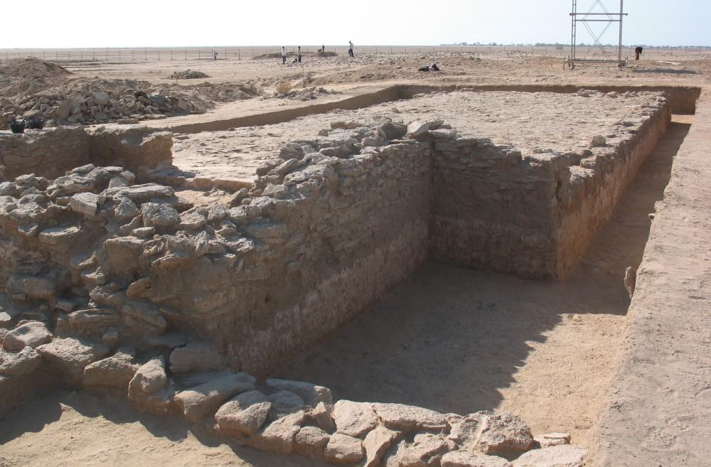 Fig. 3 : église située à l'est de l'église monumentale, découverte en 2008, vue depuis le nord est (photo M. Gelin 2008)