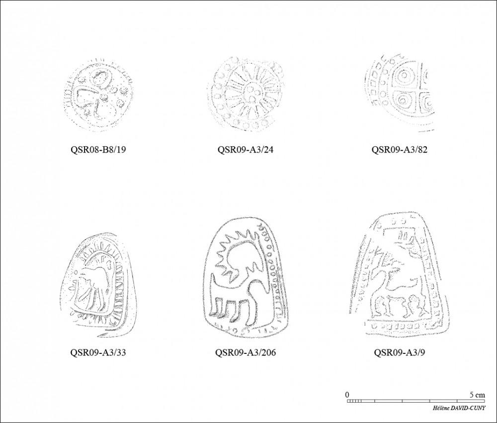 Fig. 2 : motifs estampés, animaliers ou géométriques, répétés, suivant une ligne horizontale, sur l'épaule de certaines jarres (dessin H. David-Cuny, MAFKF 2014)