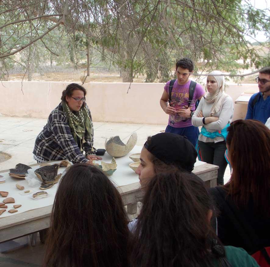 Fig. 2 : visite du lycée français de Koweït en 2014 (photo B. Couturaud, MAFKF 2014)