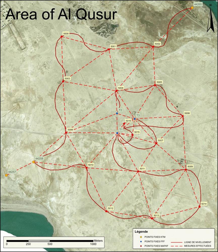 Fig. 4 : les points fixes de la MAFKF à al-Quṣūr, avec les mesures effectuées et la ligne de nivellement pour leurs altitudes (carte S. Baier, MAFKF 2014)