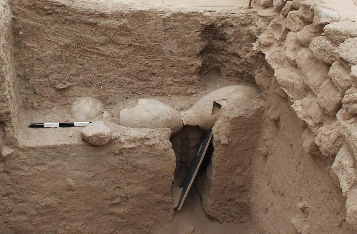 Fig. 4 : jarres prises dans la berme du secteur A2 de la forteresse hellénistique (MAFKF 2011)