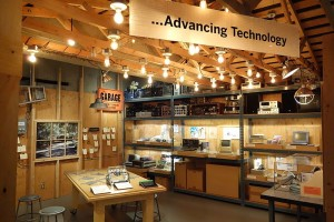 Computer technology exhibit - Oakland Museum of California Daderot, licence CC0