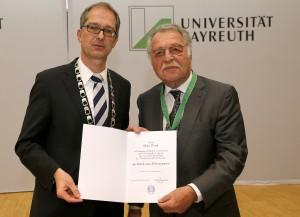 Akademische Jahresfeier 2013 im Audimax der Universität Bayreuth Verleihung der Würde eines Ehrensenators durch Prof. Dr. Stefan Leible Präsident an Klaus Wirth Fotograf Peter Kolb