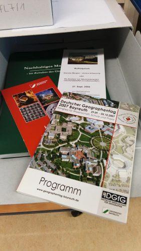 Teilbestand FL 2a: Flyer und Broschüren von Veranstaltungen der Forschung