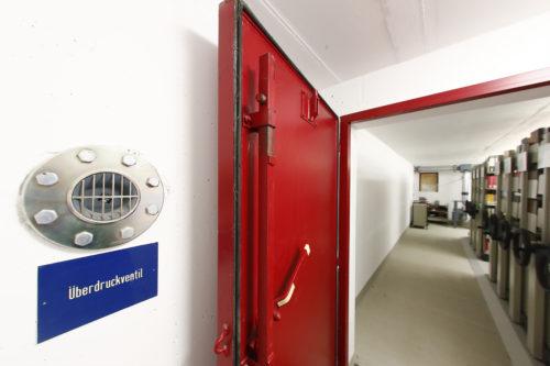 Ehemaliger Luftschutzbunker im GW I der Universität Bayreuth zu Bibliotheksmagazin umgebaut.