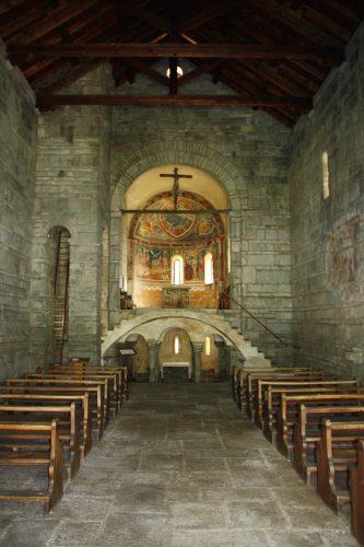 Figure 11. San Nicolao di Giornico (Gionico, Tessin, Suisse), vue générale de la nef vers l'est.