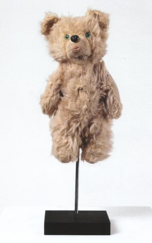 Teddy, un des fameux objets soclés, non présent dans l'expo