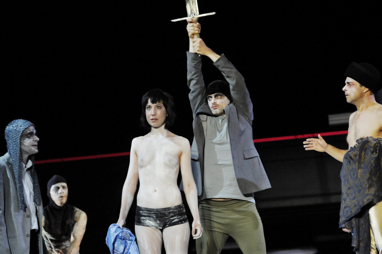Schillers 'Die Jungfrau von Orleans', dir. Tilman Gersch, Musik Bernd Jestram, Sybille Weiser as Johanna d'Arc, 2013