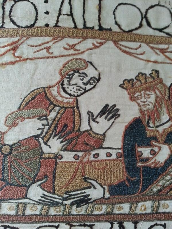 Scène 27 - Le clerc mal rasé au chevet du roi Édouard, probablement Stigant. Musées de la ville de Bayeux