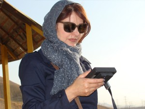 Sussan Shams sur le tournage de Paris/Téhéran (2014)