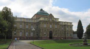 https://commons.wikimedia.org/wiki/File:Palais-Bundesgerichtshof-Karlsruhe-Germany.jpg