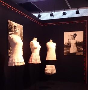 """Vue de l'exposition """"Jeu, set et mode"""" au Musée de FFT"""