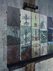 """Iris Crey, """"Les Trois arbres / The Three trees"""", série de 15 triptyques, impressions photographiques sur bois, 2016 (détail)."""
