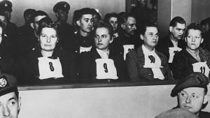 Femmes jugées pour nazisme à Luneberg en 1946. CORBIS