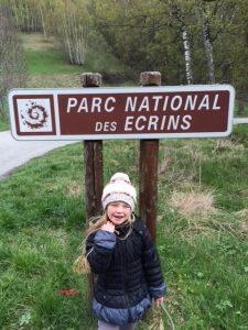 ''Il faut pas ramasser les fleurs ni toucher les escargots ici'' Cousine alpine, 5 ans. Tous droits reserves.
