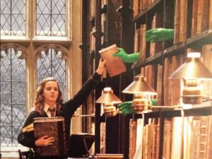 Hermione Granger et les livres magiques ou le rêve de rangement de l'étudiant, (tous droits réservés, Warner Bros)