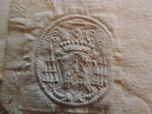 Cachet papier de l'évêque de Cahors Henri-Guillaume Le Jay, contenu dans une série d'actes notariés. Archives départementales du Lot. Tous droits réservés.