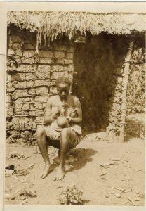 Mayumbe, 1910, Congolais avec pipe, Archives familiales. Tous droits réservés Stéphanie Delmotte