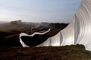 CHRISTO_Running_Fence_Sonoma_and_marin_Counties_Californie_1972-1976