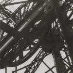 Germaine KRULL (1897-1979), Tour Eiffel, 1927, épreuve gélatino-argentique, 22x 14,6 cm, Paris, Centre Pompidou, MNAM-CCI