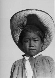 T.MODOTTI (1896-1942), Jeune mexicain au sombrero, Veracruz, 1927, épreuve au platine, 21,6 x 17,2 cm, New York, Throckmorton Fine Art