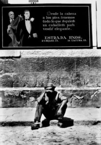 T.MODOTTI (1896-1942), L'élégance de (ou et) la pauvreté, reportage pour El Machete, 1928, épreuve gélatino-argentique, 25,5 x 16 cm, Mexico, INBA, Musée National d'art