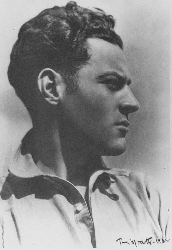 T. MODOTTI (1896-1942), Julio Antonio Mella, 1928, épreuve gélatino-argentique, 24 x 18,7 cm, New York, Throckmorton Fine Art