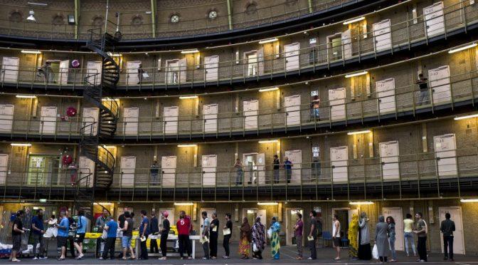 Faute de place, les Pays-Bas logent les réfugiés en prison, Jean-Pierre Stroobants, lemonde.fr, 13/06/2016