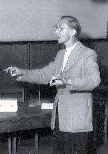 Walter Söthje beim Dirigieren, Freizeit Burg Ludwigstein 1952 (Foto: unbekannt)