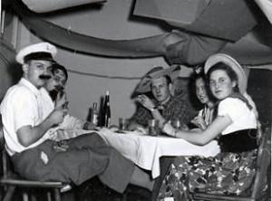 Gemütliche Sitzecken luden zum Verweilen ein: von links: Adolf Meyer, N.N., Ehrenfried Steinke, Helga Paetz, Ilse Backhaus