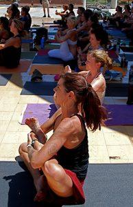 Moderne Yoga-Praxis; (c) 2009 Julie Pimentel; Creative commons-Lizenz