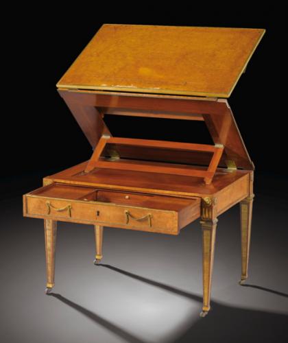 Table d'enfant à la Tronchin en placage de ronce de thuya et monture de bronze doré d'époque Louis XVI, vers 1780, par David Roentgen (1743-1807), très probablement livrée pour les enfants de Louis-Philippe-Joseph d'Orléans (1747-1793), alors duc de Chartres.