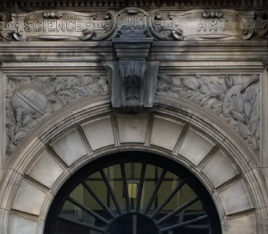 Carved sandstone motto above the door of the Paisley Technical College building, now University of the West of Scotland. The stone is a Carboniferous quartz arenite, source unattributed. T G Abercrombie, architect 1898. Image (c) J Hughes 2015