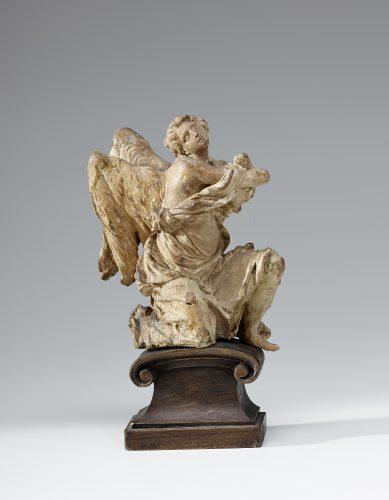 Illustration 6 : Michael Zürn le jeune, bozzeto (gauche) pour des anges adorateurs, 1682, bois de tilleul, Salzburg Museum, (c) Salzburg Museum / Rupert Poschacher
