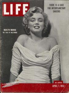 Couverture du numéro de Life contenant l'article de Darrach et Gina sur les soucoupes volantes.