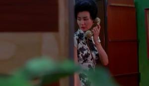 Mme Chan au téléphone