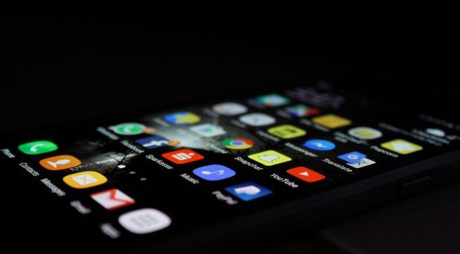 Journalistes et réseaux sociaux : le cache-cache éternel