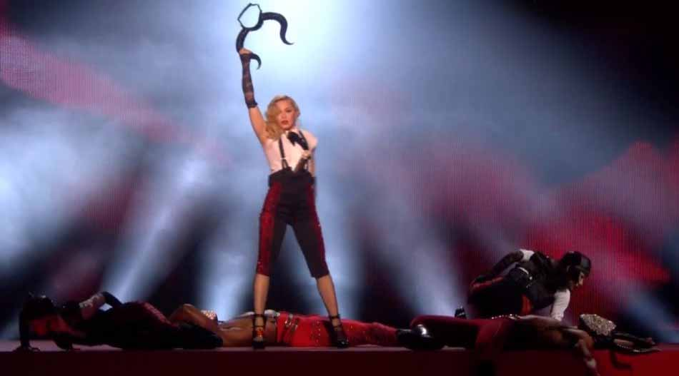 Madonna lors d'une prestation live (Brit awards)