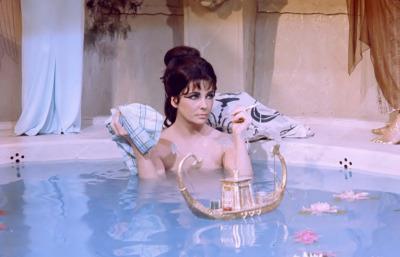 Elizabeth Taylor dans son bain (Cléopatre, 1963)
