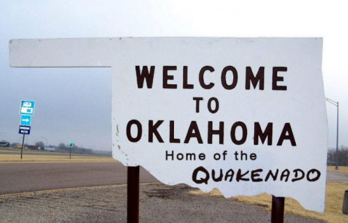 """Quakenado: jeu de mot combinant """"Quake"""" et """"Tornado"""" et illustrant la vague de séismes touchant l'Oklahoma qui est également connu pour être touché par des tornades"""