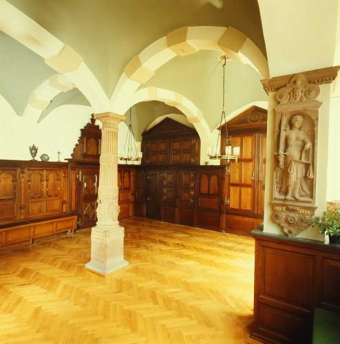 Neue Ratsstube mit den Archivschränken im Hintergrund (Sta Lemgo, Foto Gräfenstein, Depositum Alt Lemgo)