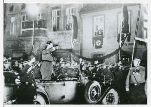 Adolf Hitler in Lemgo am 14.01.1934 (StaL N1/D_011 entnommen aus: Engelbert-Kämpfer-Ehrung, Lemgo 1938, S. 32, Fotograf: Frevert)