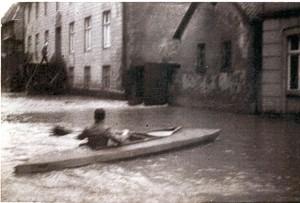 Breite Straße in Lemgo, vor der Abtei (heute VHS), 1946 (StaL N 1 unverzeichnet, Foto: Sabine Niewenhuis)