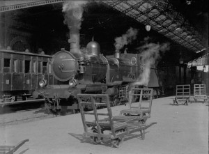 Toulouse._En_gare._Locomotive._4_octobre_1899_(1899)_-_51Fi13_-_Fonds_Trutat_-_cutout