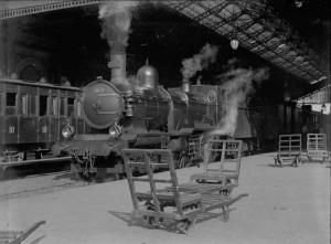 Toulouse._En_gare._Locomotive._4_octobre_1899_(1899)_-_51Fi13_-_Fonds_Trutat_-_cutout