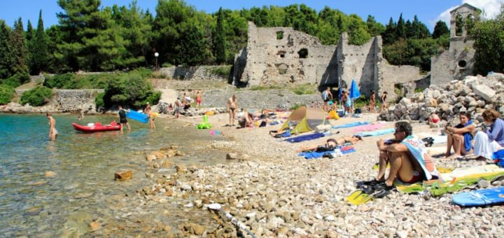 Plage de Bijar, île de Cres, Croatie (crédits photo : Alamy)