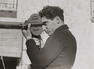 Robert Capa par Gerda Taro, 1 mai 1937 / Domaine Public