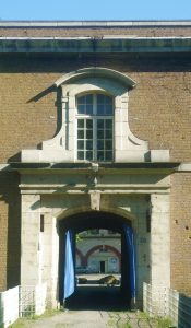 Porte d'entrée du fort de Tourneville, Archives municipales du Havre https://commons.wikimedia.org/wiki/File:Fort_tourneville_porte.JPG