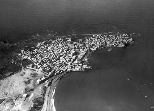 Tyr. Vue aérienne du port nord et de la ville depuis l'est. Photo Poidebard